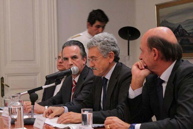 Roma, 1 ottobre, Ambasciata del Messico: Omaggio a Carlos Fuentes. L'intervento di D'Alema. Accanto a lui l'Ambasciatore del Messico Ruiz-Cabanas e il Segretario generale dell'IILA Malfatti.