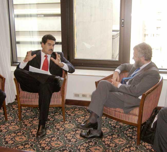 Incontro bilaterale del Sottosegretario Di Santo con il Ministro degli Esteri del Venezuela, Nicolas Maduro, in occasione del Vertice XVI Iberoamericano, Montevideo novembre 2006.